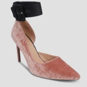 Who What Wear Velvet Annora Pumps - Blush / Black